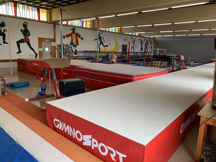 Equipamento: Suministro he instalación de foso elevado para asimétricas y foso elevado con podium para salto.
